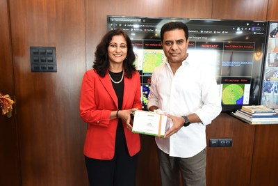 Anu Acharya, Founder and CEO of Mapmygenome (left) and K.T. Rama Rao, Minister for Municipal Administration & Urban Development, Industries & Commerce, and Information Technology of Telangana (right).